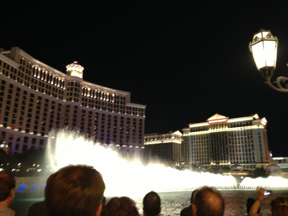 bellagio-fountains-golden-nugget-cosmopolitan-hotel-las-vegas-things-to-do-travel-tips-blog-elle-blonde-luxury-lifestyle-destination-blog