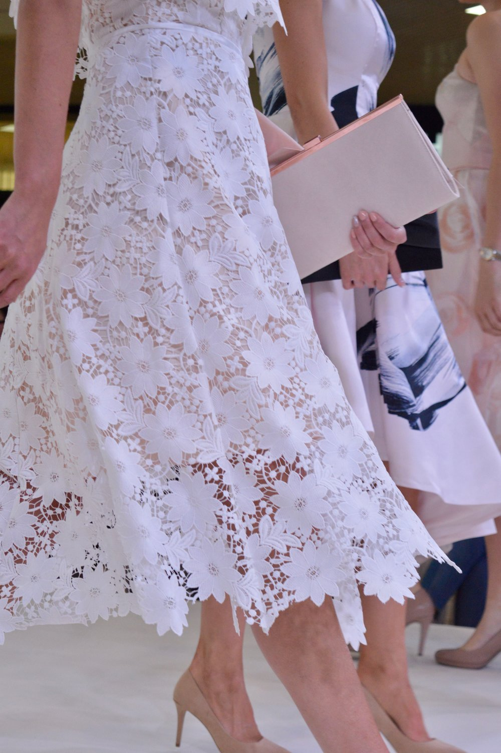 coast_white_laser_cut_lace_dress_intu_metrocenter_fashion_show_summer_event_flamingo_theme_elle_blonde_luxury_lifestyle_blog