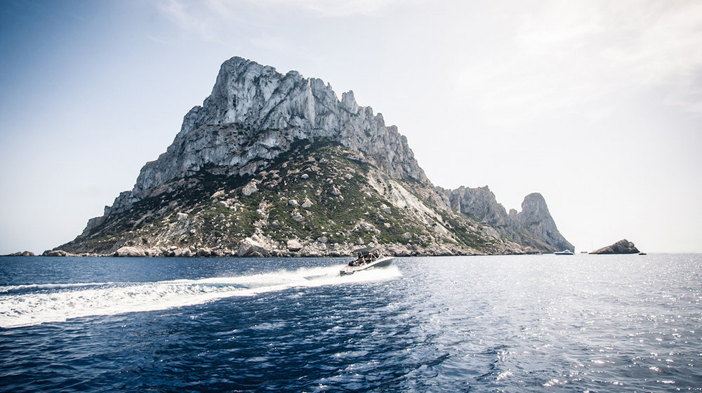 es_vedra_mystical_tour_ibiza_boat_party_cafe_mambo_boat_trip_sunset_boats_elle_blonde_luxury_lifestyle_blog