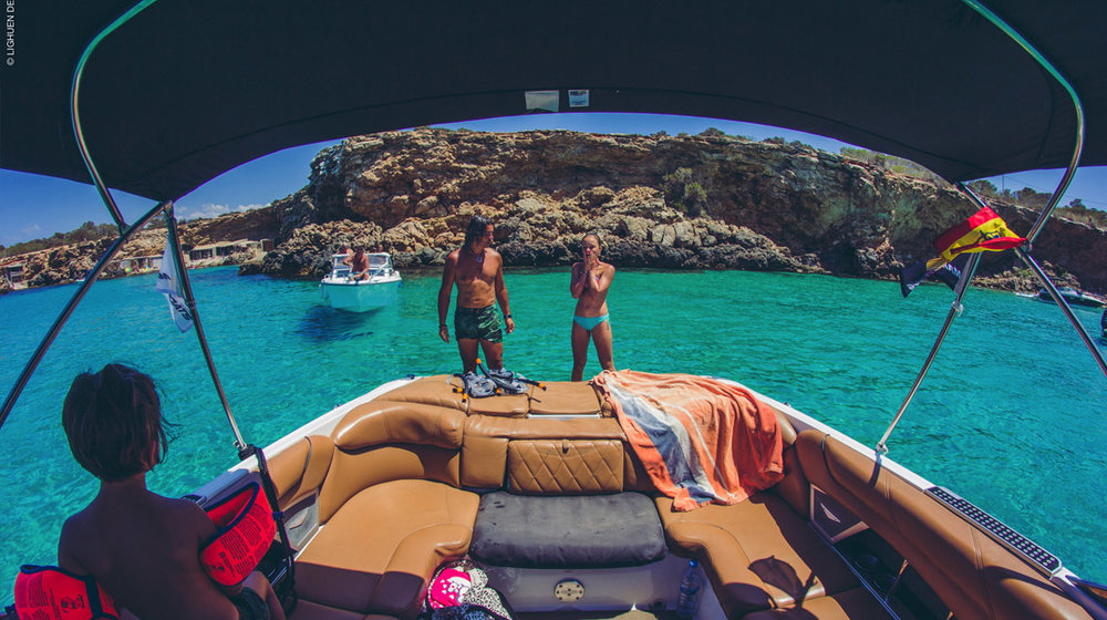 ibiza_boat_party_cafe_mambo_boat_trip_sunset_boats_elle_blonde_luxury_lifestyle_blog-1