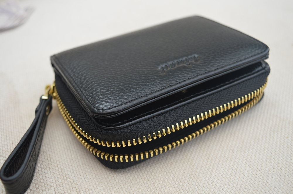 kinzd-coin-purse-wallet-black-and-gold-elle-blonde-luxury-lifestyle-blog