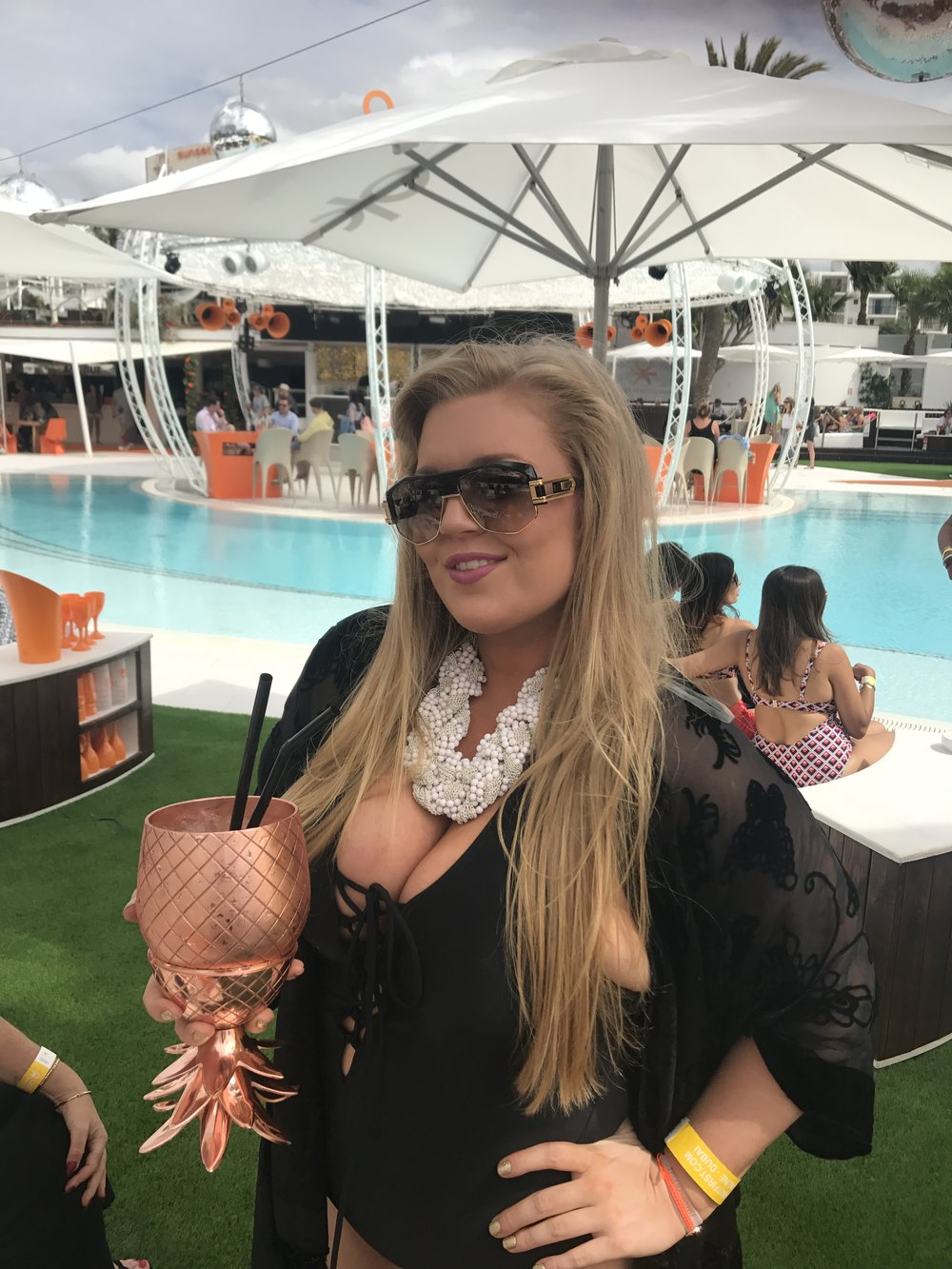 what_to_Wear_in_ibiza_simply_be_swimsuit_for_women_with_curves_boobs_ibiza_evissa_ocean_beach_ibiza_elle_blonde_luxury_lifestyle_blog-1
