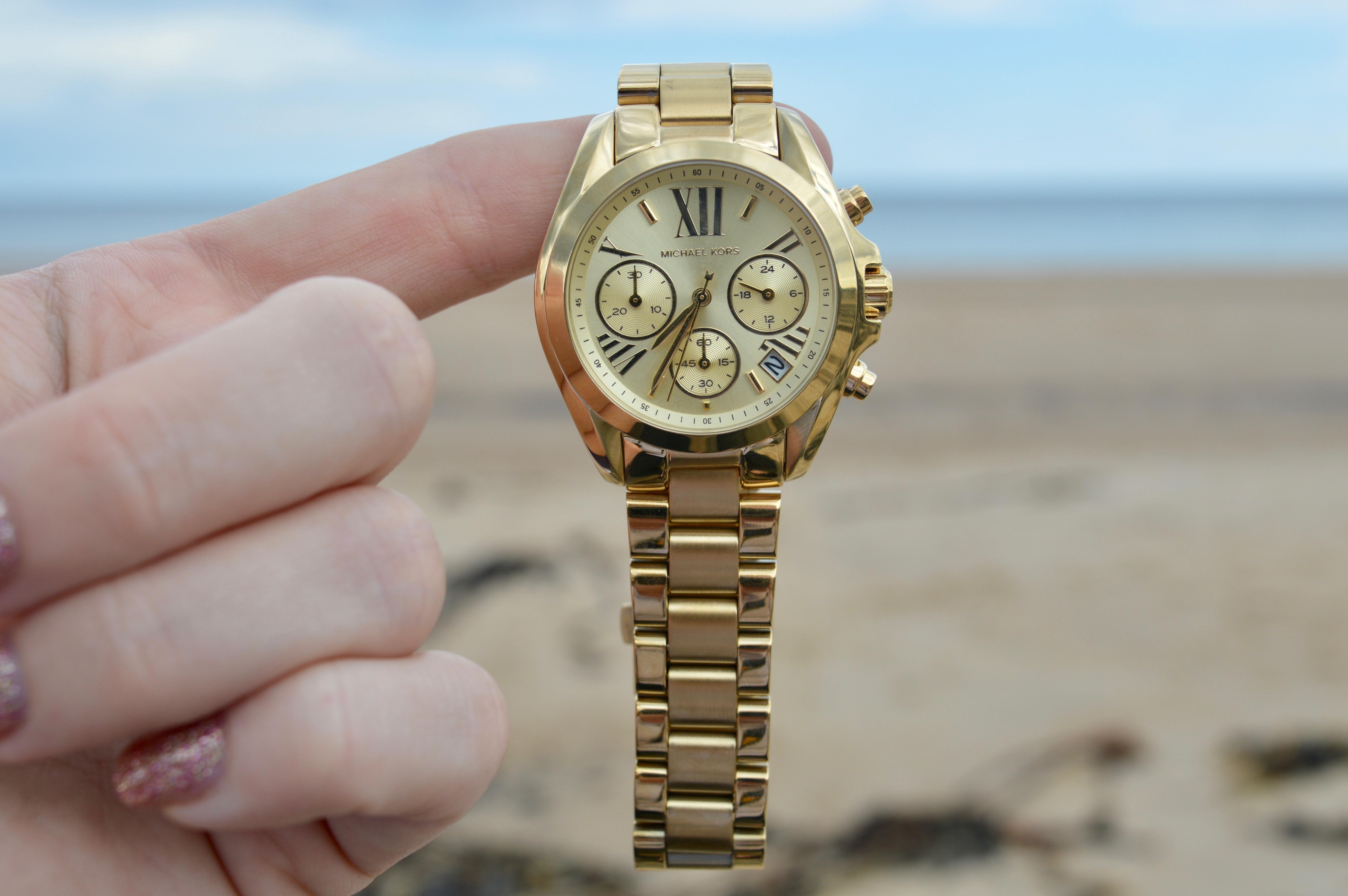 beach-plus watches-michael-kors-gold-watch-elle-blonde-luxury-lifestyle-blog
