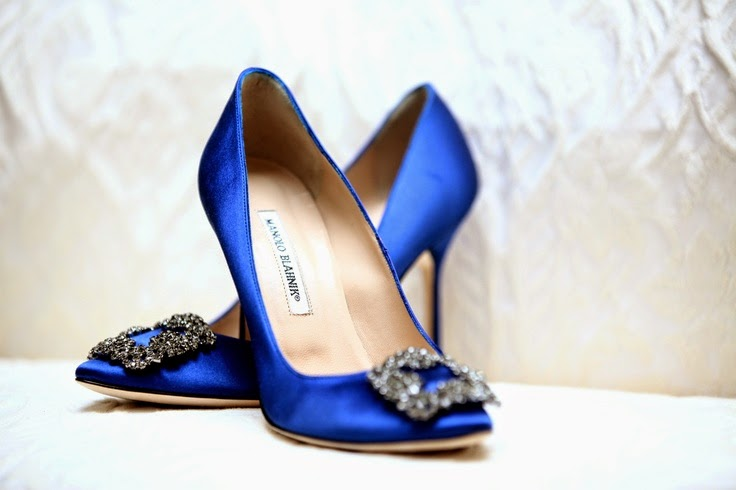 sex-city-manolo-blahnik-satin-heels-blue-fall-fashion-elle-blonde-luxury-lifestyle-destination-blog