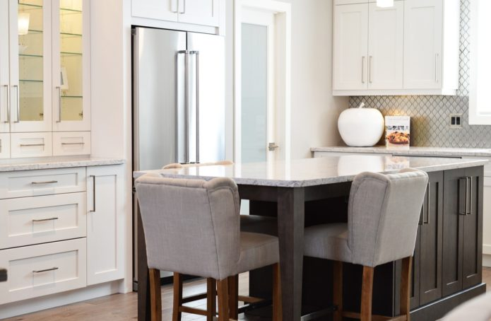 Breakfast Bar Seats How to create an expensive looking modern kitchen | Kitchen ideas & inspiration | Home interiors & decor | Elle Blonde Luxury Lifestyle Destination Blog