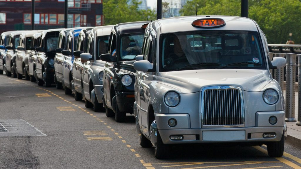 Cabs in the UK | Cab statistics - where are the easiest and most difficult places to hail a cab from? | travel | Elle Blonde Luxury Lifestyle Destination Blog