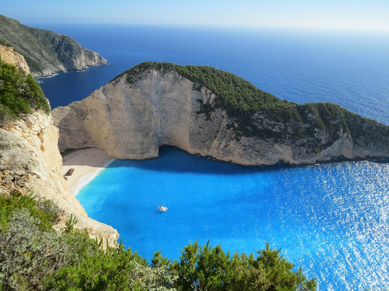 Looking for somewhere for your next holiday? We discover why you should visit the Greek Islands. From the local food, to adventures and Greek traditions   Travel tips & guide   Greek Islands   Elle Blonde Luxury Lifestyle Destination Blog
