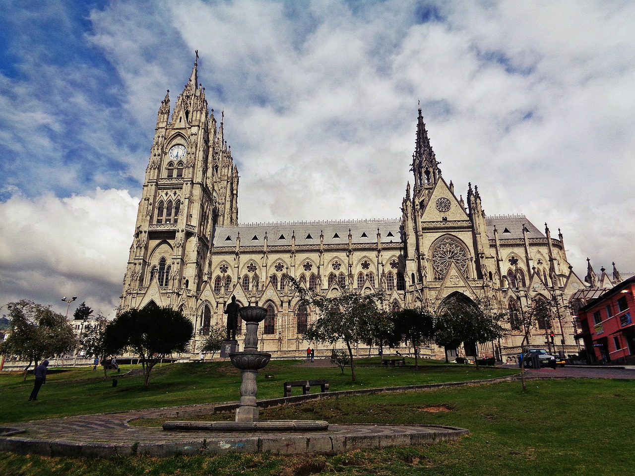 This image has an empty alt attribute; its file name is quito-cathedral-ecuador-travel-guide-guest-post-quito-things-to-do-travel-tips-elle-blonde-luxury-lifestyle-destination-blog.jpg