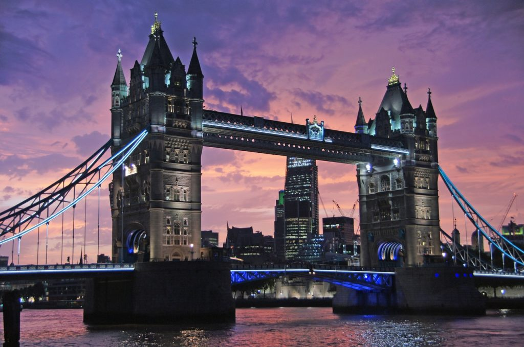 Where to spend your anniversary or a romantic getaway | We look at what there is to do in London for couples | Travel Guide | Elle Blonde Luxury Lifestyle Destination Blog
