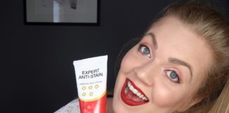There are many teeth whitening solutions and just as many myths. We've dispelled some of the biggest whitening fads so you can get whiter teeth fast!   Elle Blonde Luxury Lifestyle Destination Blog