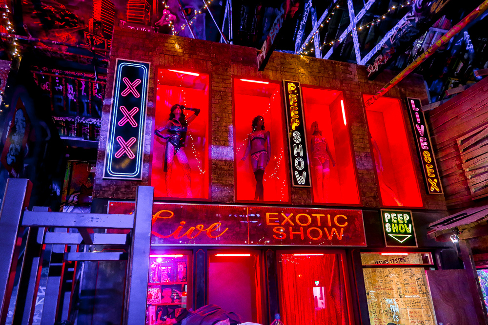 Peep Show Sex Shop Amsterdam | Ghetto Golf Swings into Newcastle | Things to do in Newcastle Crazy Adventure Golf | Elle Blonde Luxury Lifestyle Destination