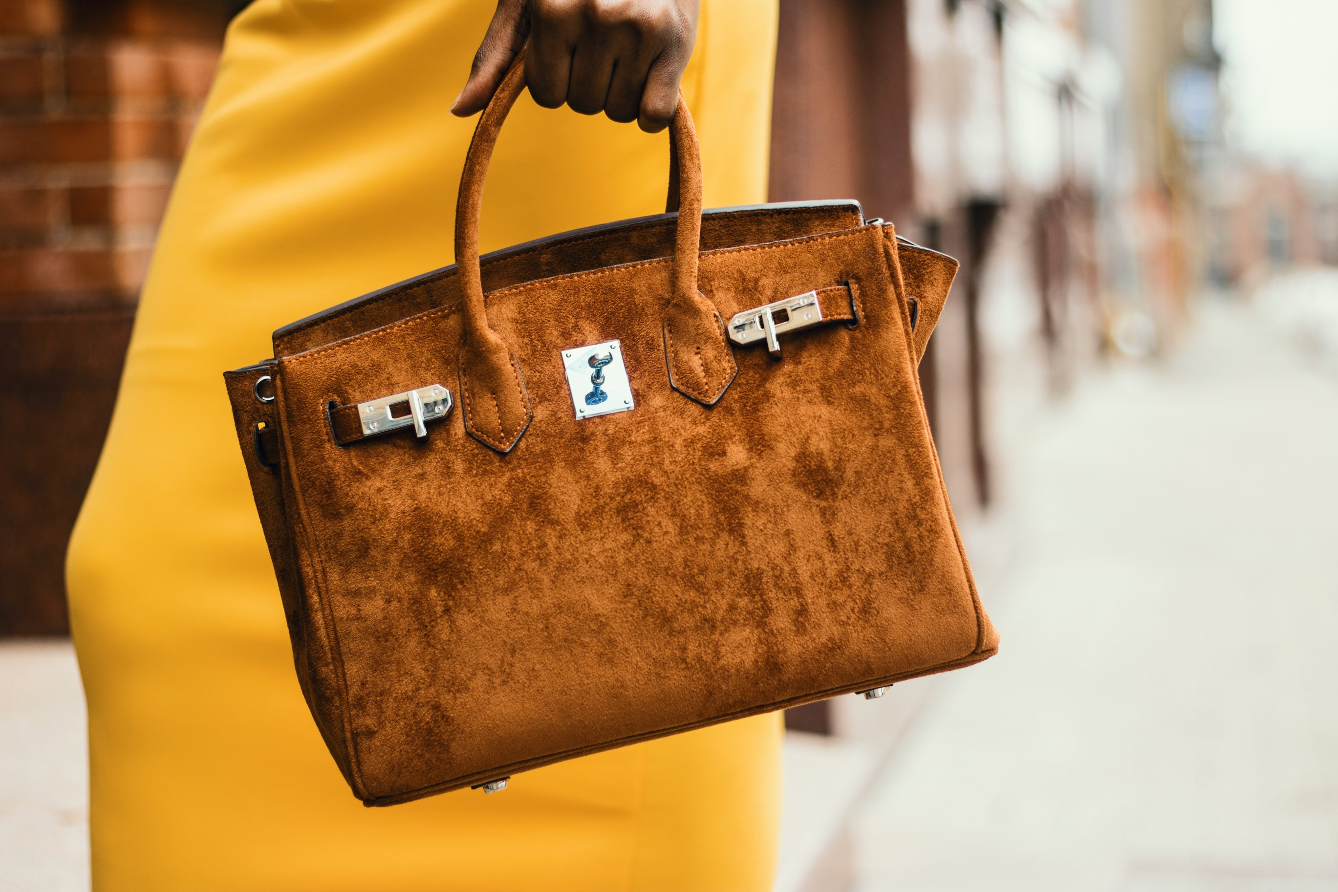 When it comes to choosing a designer handbag, question is which style do you go for? We debunk our top splurge purchase tips   Elle Blonde Luxury Lifestyle Destination Blog