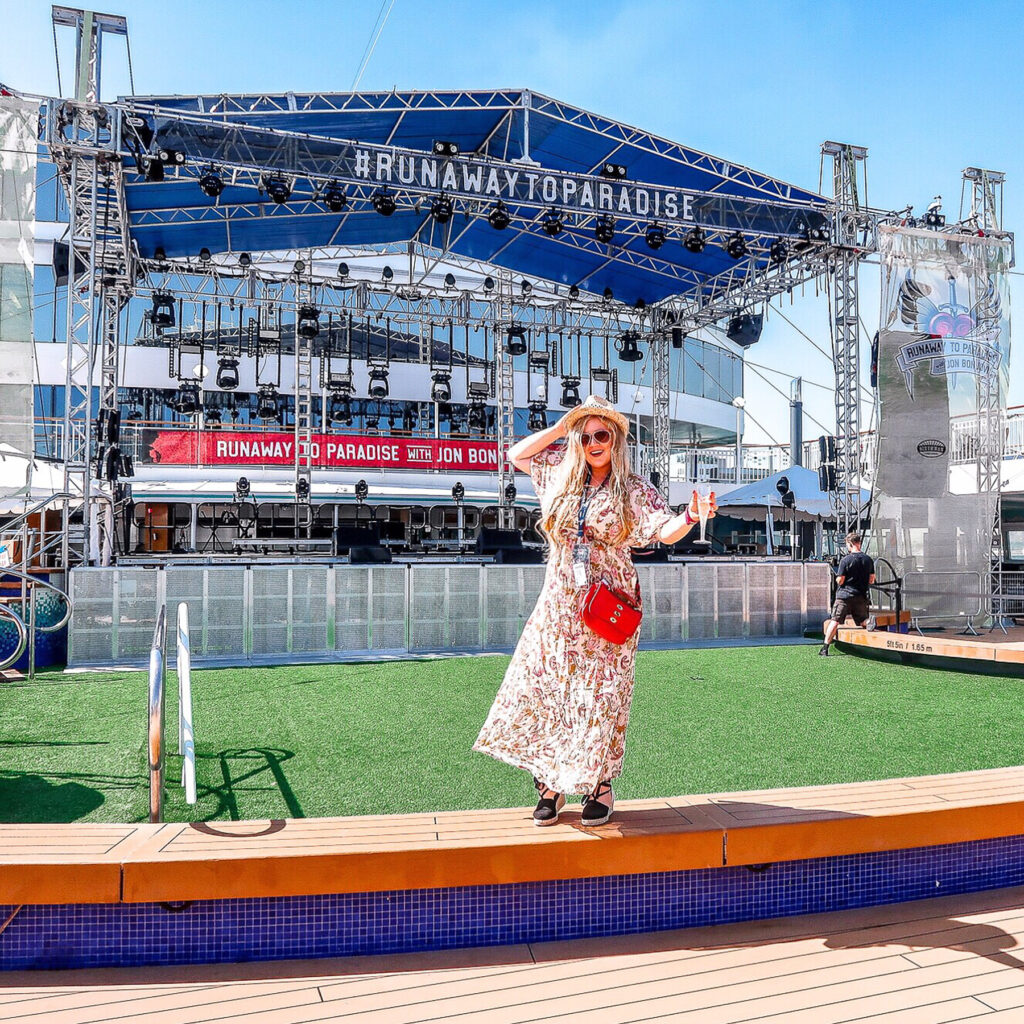 Holiday beauty tips | Hot to pack your beauty regime when on a cruise or holiday | Travel Tips | Elle Blonde Luxury Lifestyle Destination Blog