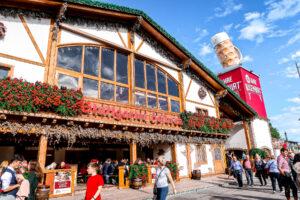 Cannstatter Wasen Volkfest | Oktober Fest | What to do when visiting Stuttgart for the first time | Germany travel guide | Elle Blonde Luxury Lifestyle Destination Blog