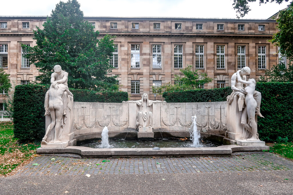 Small Group Tours   Walking tour of Stuttgart   What to do when visiting Stuttgart for the first time   Germany travel guide   Elle Blonde Luxury Lifestyle Destination Blog