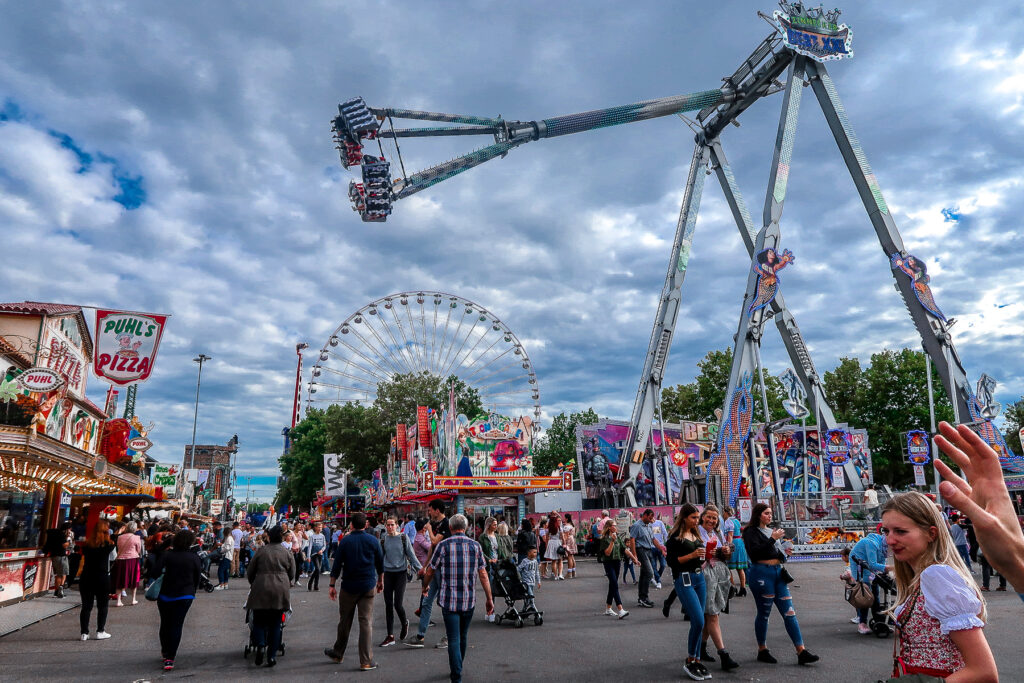 Fun Fair | Cannstatter Wasen Volkfest | Oktober Fest | What to do when visiting Stuttgart for the first time | Germany travel guide | Elle Blonde Luxury Lifestyle Destination Blog