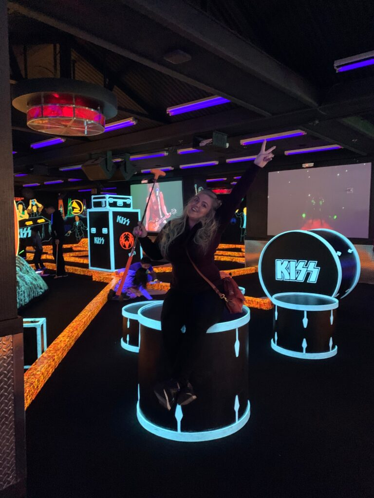 Kiss Mini Golf at Rio | 7 Night Itinerary for Las Vegas | If you're looking to plan things to do in Vegas here's what we got up to on our 6th visit | Travel Tips | Elle Blonde Luxury Lifestyle Destination Blog