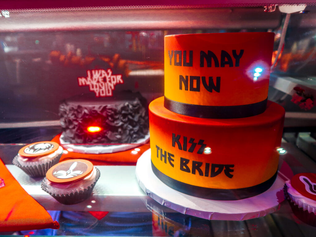 Wedding Cake at Kiss Mini Golf Rio | 7 Night Itinerary for Las Vegas | If you're looking to plan things to do in Vegas here's what we got up to on our 6th visit | Travel Tips | Elle Blonde Luxury Lifestyle Destination Blog