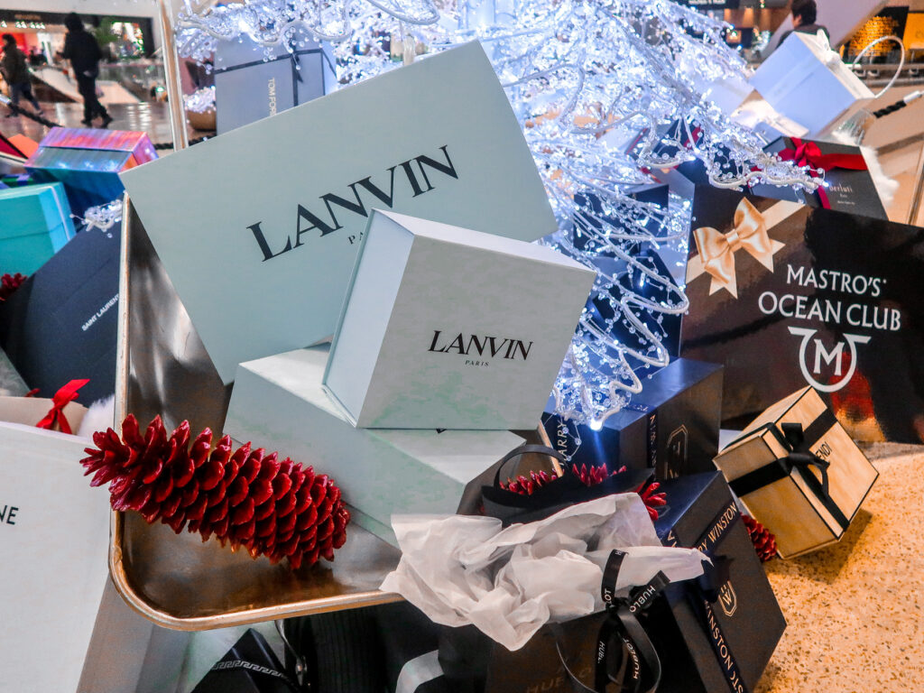 Aria Christmas Gifts   7 Night Itinerary for Las Vegas   If you're looking to plan things to do in Vegas here's what we got up to on our 6th visit   Travel Tips   Elle Blonde Luxury Lifestyle Destination Blog