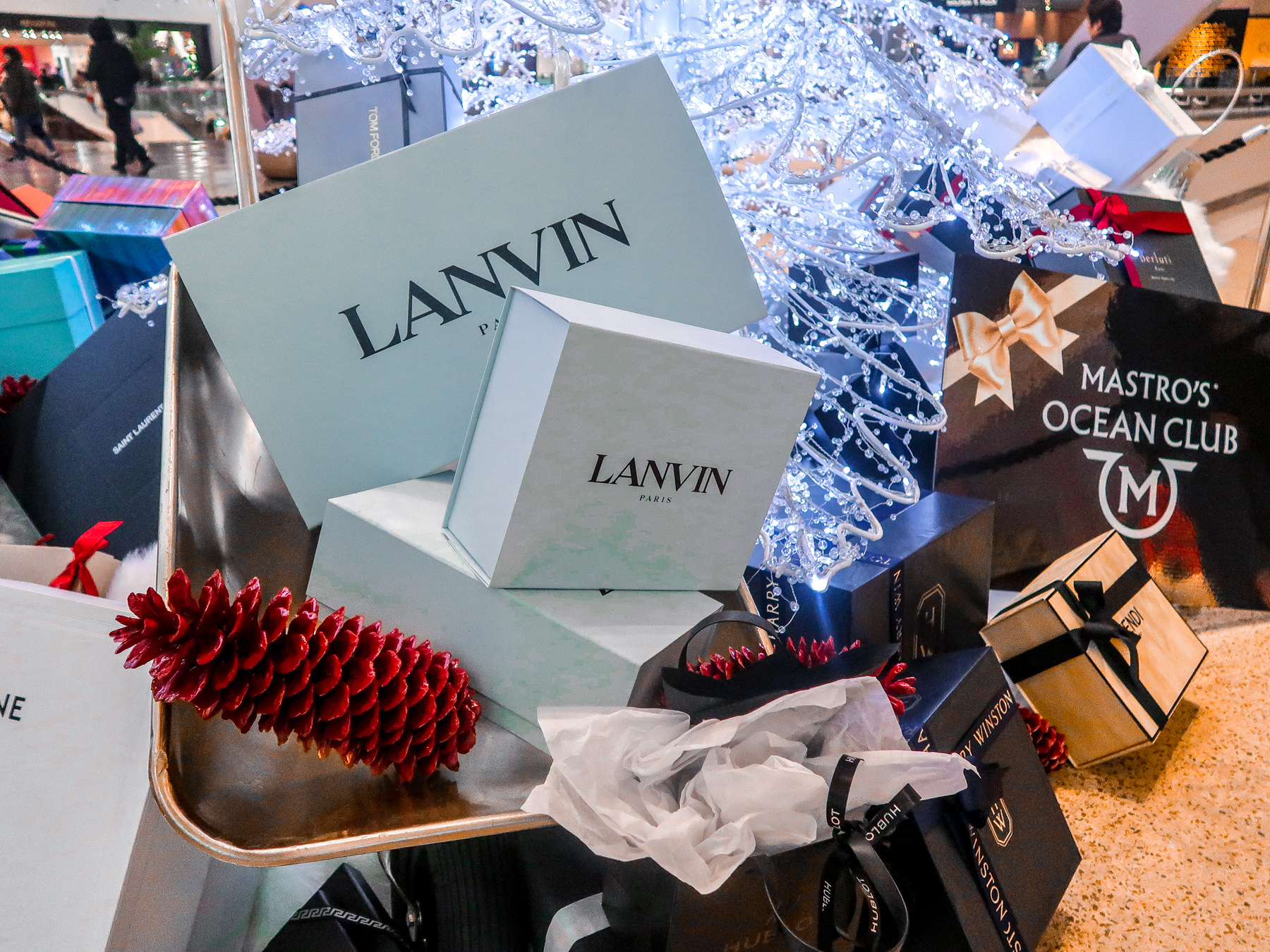 Aria Christmas Gifts | 7 Night Itinerary for Las Vegas | If you're looking to plan things to do in Vegas here's what we got up to on our 6th visit | Travel Tips | Elle Blonde Luxury Lifestyle Destination Blog