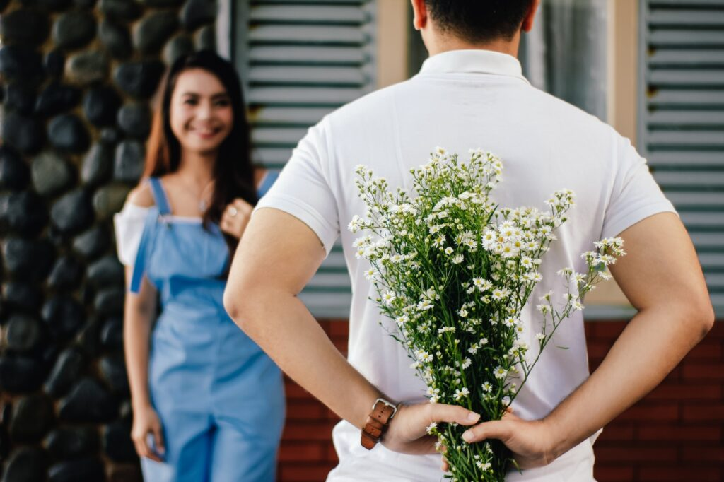 Amolatina Dating Reviews | Man with Flowers - Dating Tips | Elle Blonde Luxury Lifestyle Destination Blog
