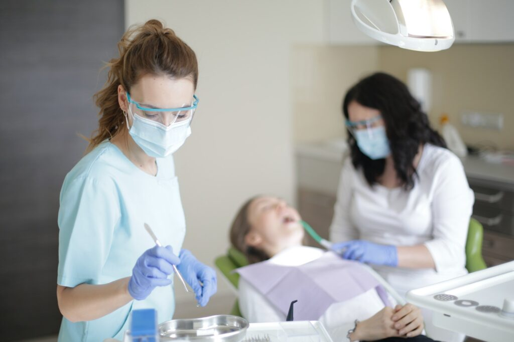 Visiting The Dentist | 4 Tips For Better Oral Hygiene For A Beautiful Smile | Beauty & Health Tips | Elle Blonde Luxury Lifestyle Destination Blog