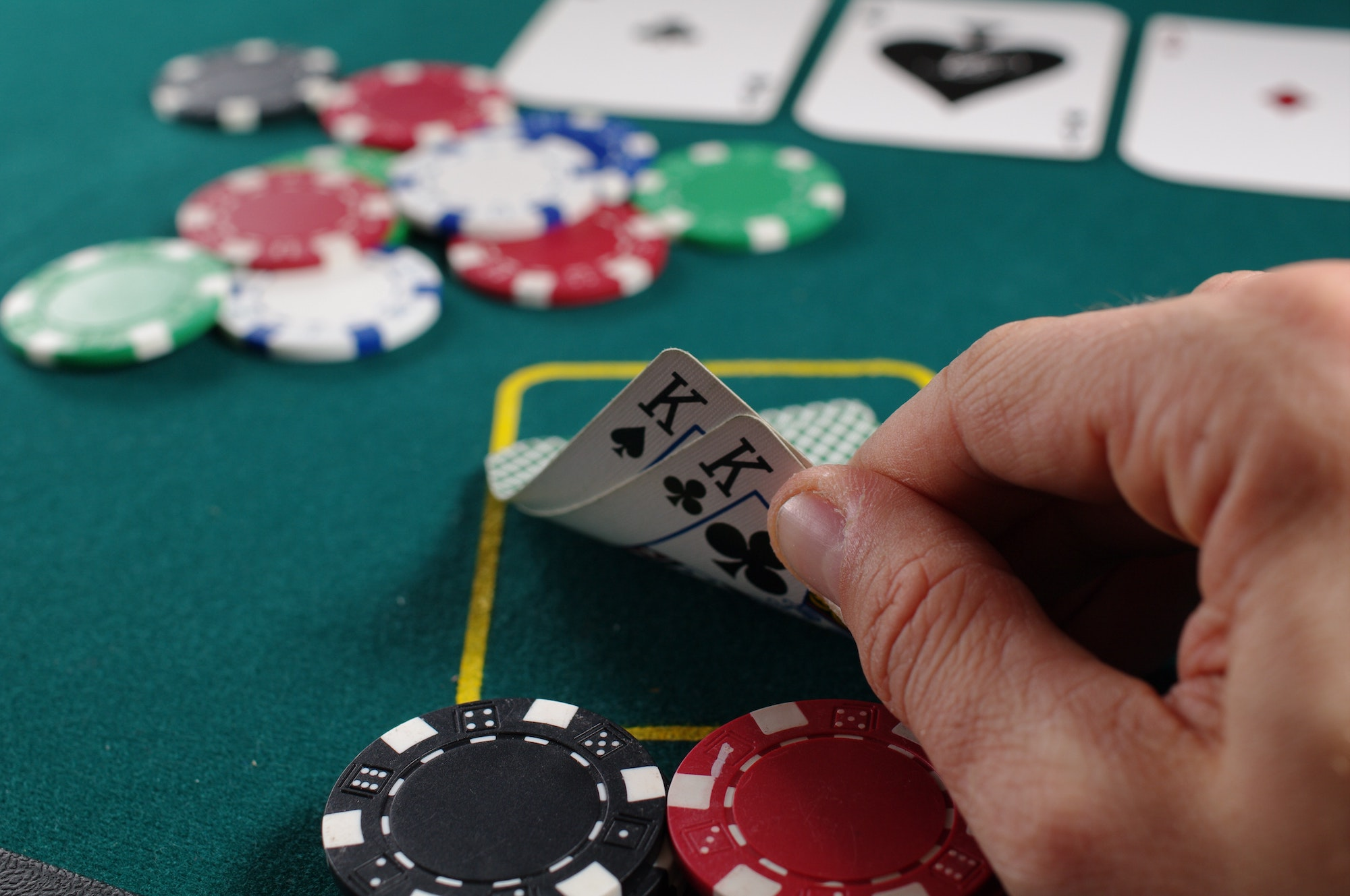 Online Casino 6 Reasons Why Women Are Increasingly Getting Into Online Poker   Elle Blonde Luxury Lifestyle Destination Blog