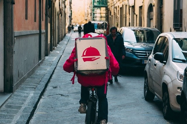 Popular Food Delivery Services You Need to Try Right Now | Food & Drink | Elle Blonde Luxury Lifestyle Destination Blog