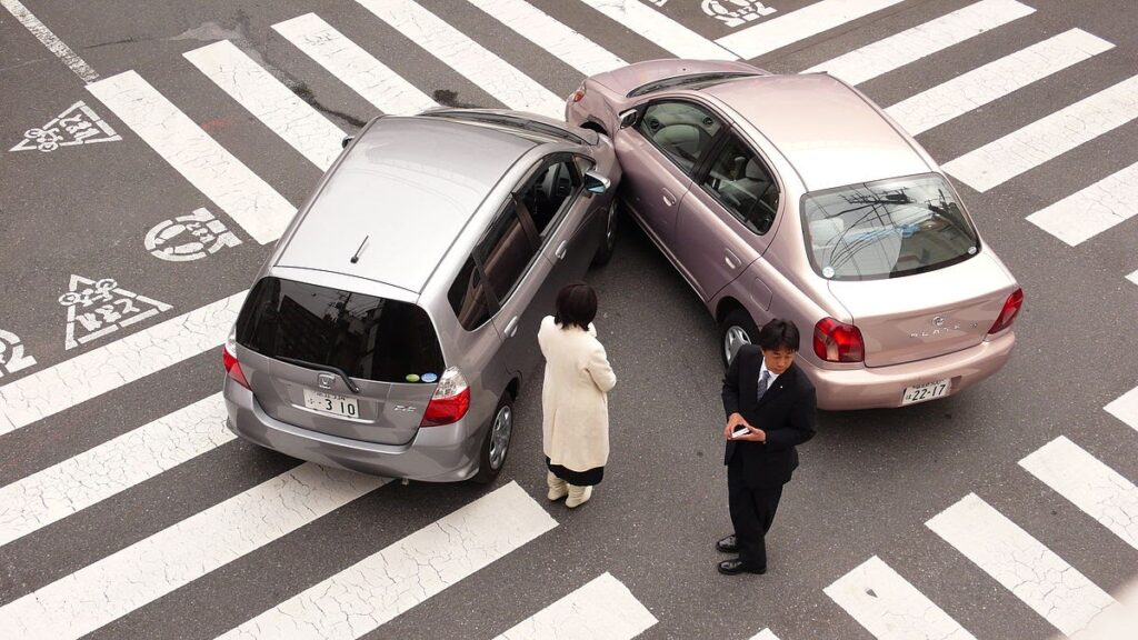 7 Ways How to Handle a Car Accident Properly 2