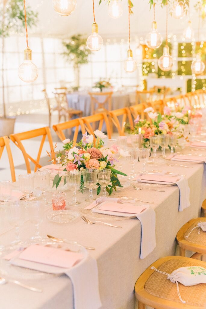 Table setting at wedding | 8 Beautiful Ways to Use Satin Ribbons in Weddings | Wedding Tips | Elle Blonde Luxury Lifestyle Destination Blog