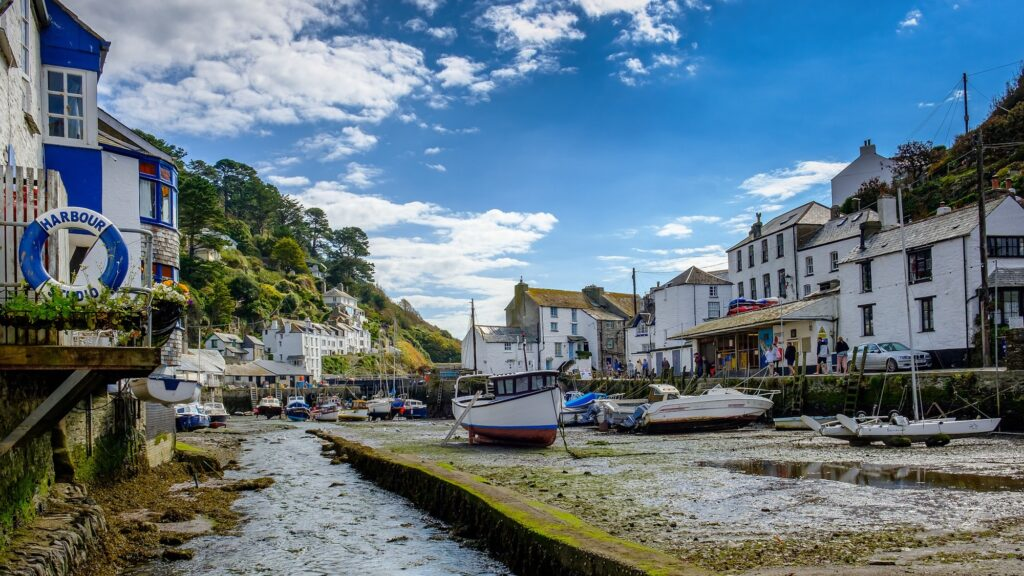 Harbour in Cornwall | Top 5 incredible places to visit on your Cornwall staycation | Travel Tips | Elle Blonde Luxury Lifestyle Destination Blog