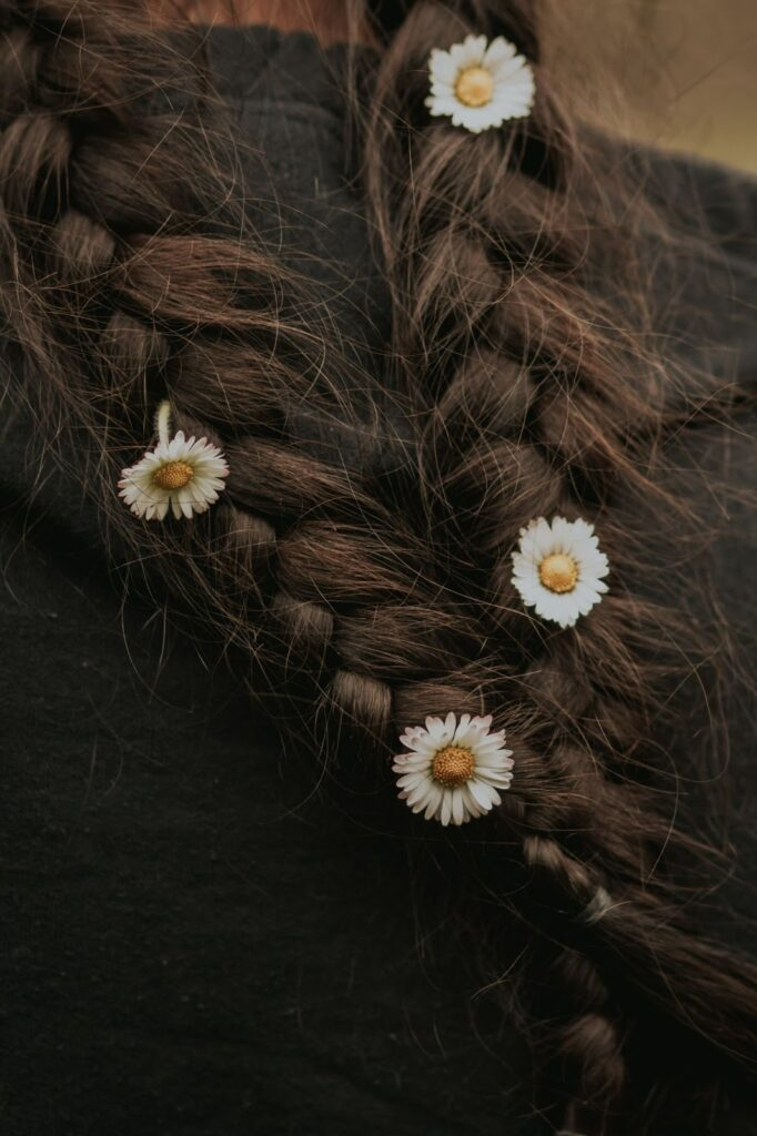 5 Beautiful Ways to Wear Flowers in Your Hair 1