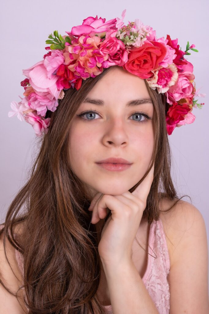 5 Beautiful Ways to Wear Flowers in Your Hair | Fashion | Elle Blonde Luxury Lifestyle Destination Blog